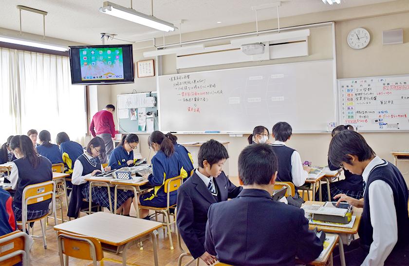 授業の様子 グループワークでも中心となるiPad